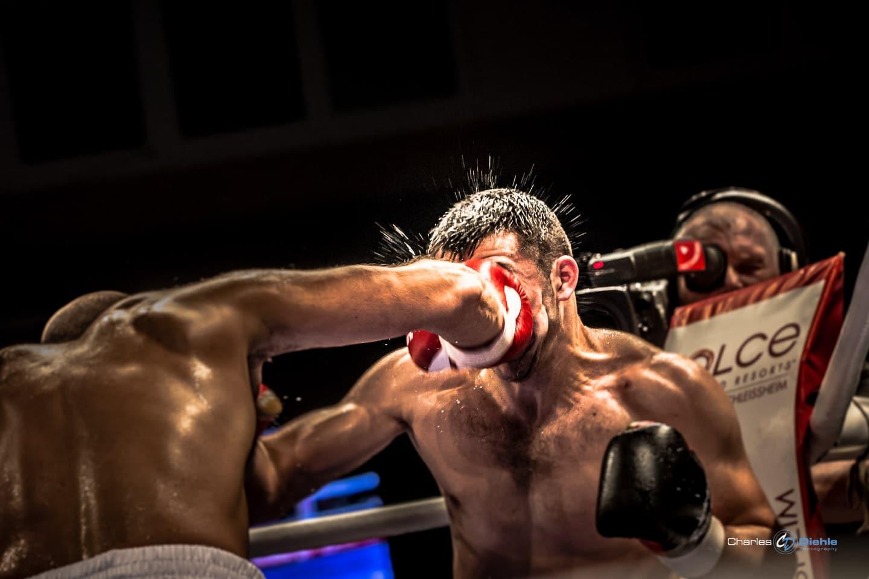 Boxer bekommt es auf die Zwölfrus