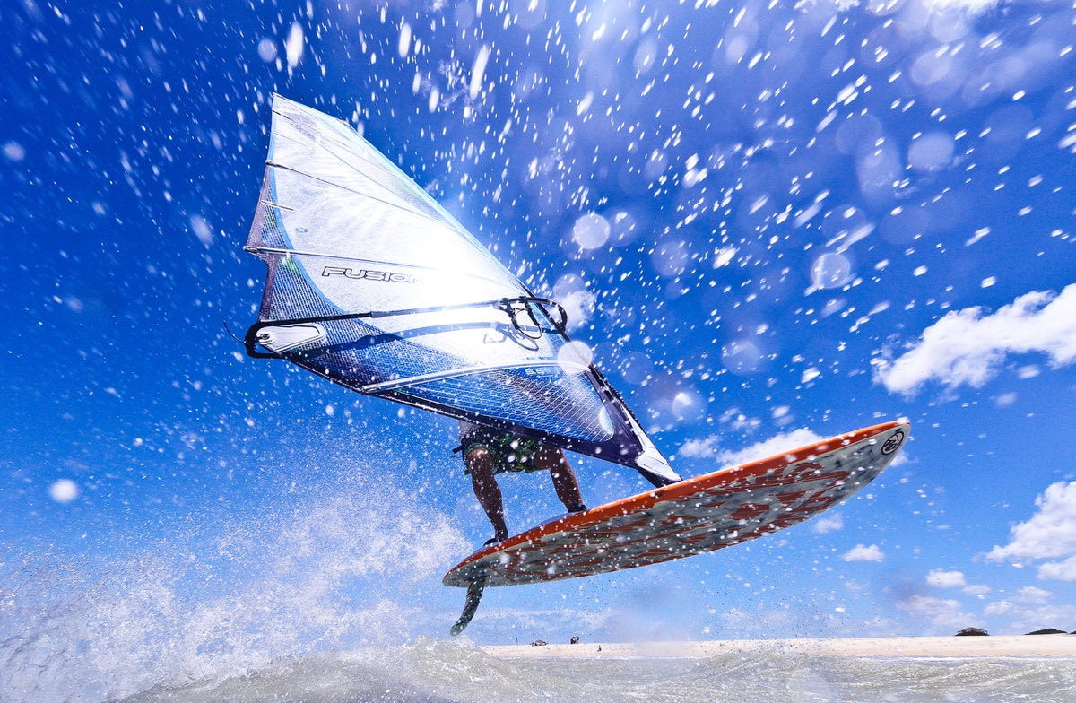 Sportfotograf fotografiert Windsurfer in Brasilien