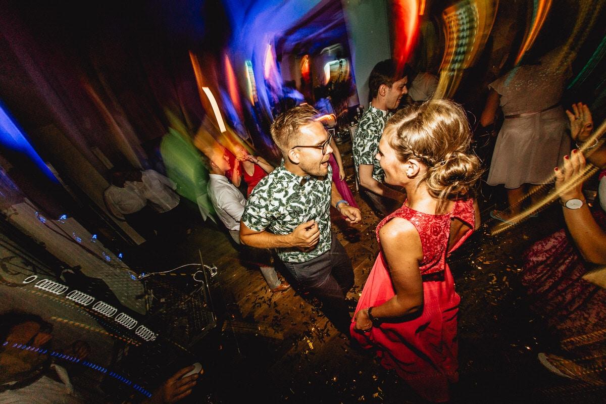 Tanzendes Paar auf der Tanzfläche